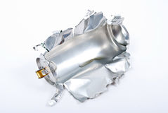 Bidon en aluminium déchiré photos stock