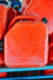 Bidon rouge usé d'essence Photo stock
