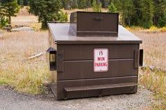 Bidone della spazzatura della prova dell'orso in Yellowstone Immagini Stock Libere da Diritti