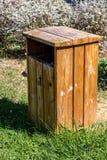 Bidone della spazzatura ecologico fotografia stock
