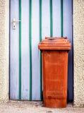 Bidone della spazzatura moderno Fotografie Stock Libere da Diritti