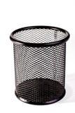 Bidone della spazzatura nero del metallo su fondo bianco Fotografia Stock