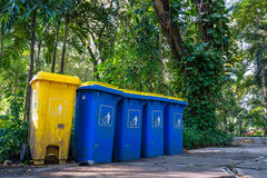 Bidone della spazzatura organico e non organico Fotografia Stock Libera da Diritti