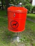 Bidone della spazzatura residuo del cane Fotografia Stock Libera da Diritti