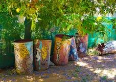 Bidoni della spazzatura nel Mozambico fotografie stock libere da diritti