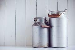 Bidoni di latte di alluminio d'annata Fotografie Stock Libere da Diritti