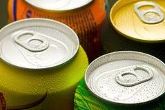 Bidons de boisson non alcoolique Images libres de droits