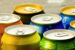 Bidons de boisson non alcoolique Photographie stock libre de droits