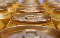 Bidons de boissons empilés Photos libres de droits