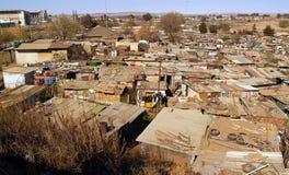 Bidonville di Soweto, vista espansiva. fotografia stock libera da diritti