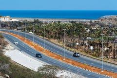 Bidya, Emiratos Árabes Unidos - 16 de março de 2019: Golfo de Omã e estrada litoral de Bidya no emirado de Fujairah nos UAE foto de stock