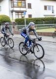 Bieżni cykliści przy biegową Runda meliną Finanzplatz Frankfurt um Obrazy Stock