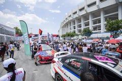 Bieżni samochody w Toyota Motorsport Zdjęcia Royalty Free