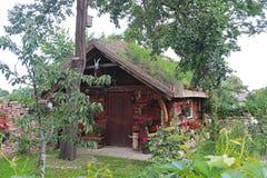Biech, Pologne - 12 juillet 2018 : La maison en bois est dénommée sous le bâtiment slave antique L'attraction touristique d'histo image libre de droits