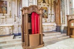 Biecht in een Italiaanse kerk royalty-vrije stock foto's