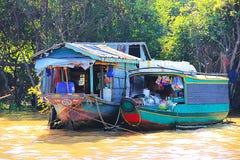 Bieda mieści na Tonle aproszie Fotografia Royalty Free