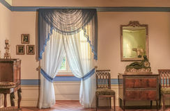 Biedermeier室雅致地用装备的古董 免版税库存照片