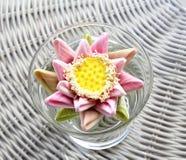 Biedermeier异乎寻常的花花束,柳条灰色 免版税图库摄影