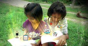 Biedni Azjatyccy Tajlandzcy dziewczyn dzieci dobierają się czytelniczej książki studiowanie i edukaci animaci ikona strzela out zbiory