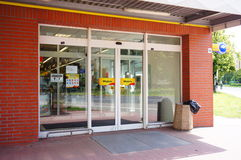 Biedronka-Supermarkteingang Lizenzfreie Stockfotografie