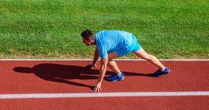 Biegać porady dla beginners Biegacz przygotowywający iść Łączna ruchliwość ćwiczy ulepszać elastyczność i funkcję atleta zdjęcia stock