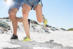 Biegać przy plażą Fotografia Royalty Free