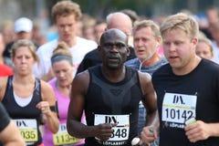 Biegać skupiającego się afro amerykańskiego mężczyzna Fotografia Stock