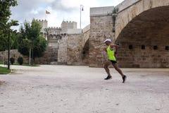 Biegacz na gorącym letnim dniu w Turia parku, Walencja Obraz Stock