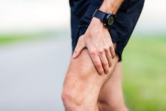 Biegacz nogi ból podczas sporta szkolenia Obrazy Stock