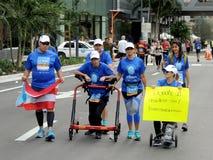 Biegacz z Cerebralnym Palsy ono rzuca wyzwanie dla dobroczynności zdjęcie royalty free