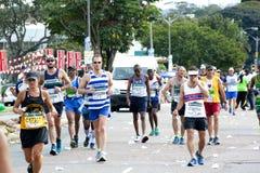 Biegacze Współzawodniczy w 2014 kompanów maratonu rajdzie samochodowym Zdjęcie Royalty Free