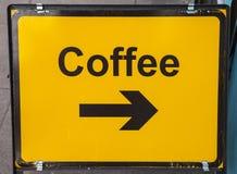 Biegen Sie für Kaffee nach rechts ab Stockfotografie