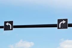 Biegen und rechtes Verkehrszeichen nach links ab Lizenzfreies Stockfoto