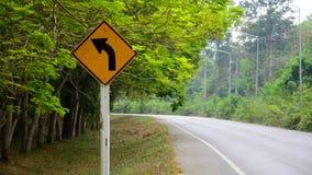 Biegen Warnzeichen nach links ab Lizenzfreies Stockbild