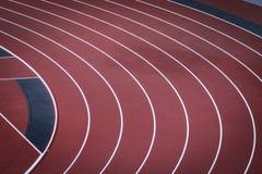 Biegung auf Bahn am bedeutenden Leichtathletikort Lizenzfreie Stockfotografie