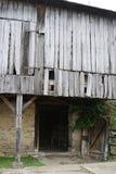 Bieląca drewniana stajnia zdjęcie royalty free