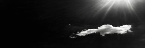 biel chmurnieje na czarnym niebie Set chmury nad czarnym tłem cztery elementy projektu tła snowfiake białego Białe odosobnione ch Obraz Royalty Free
