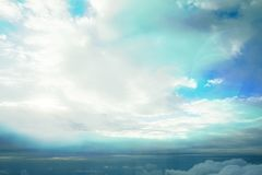 Biel chmurnieje patrzeć od samolotu fotografia stock