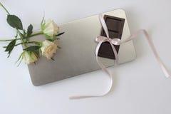 Biel czekolada i róża Zdjęcia Royalty Free