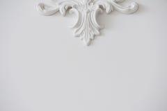 Biel gładka ściana z dekoracyjnym stiukiem tło lub tekstura minimalista obrazy royalty free
