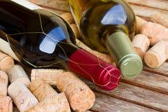 Biel i czerwone wino butelki Zdjęcie Royalty Free