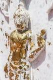 Biel marmurowy Buddha z złocistymi liśćmi Obrazy Stock
