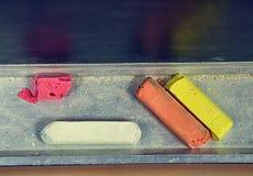 Biel, menchie, pomarańcze i kolor żółty kreda nad, grupujemy deskę zdjęcie royalty free
