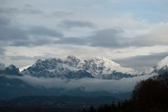Biel śnieg na górach w Alpago, Belluno, góra Schiara Obraz Royalty Free
