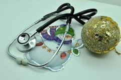 , biel nowy, medyczny, stetoskop, pomiar, świętowanie, xmas, boże narodzenia, diagnostyk, medycyna, wyposażenie, opieka, hosp Zdjęcie Royalty Free