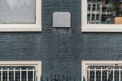 Biel obramiający okno obrazy stock