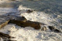 Biel spienia na szorstkim morzu, Camogli, Włochy Zdjęcia Stock