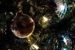 2010 biel tła bożych narodzeń Grudzień szczegół odizolowywający nad fotografia brać drzewnym biel Obraz Stock