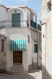 Biel wąskie ulicy Capri Obrazy Stock