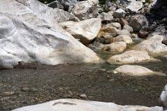 Biel woda i kamienie Zdjęcia Stock